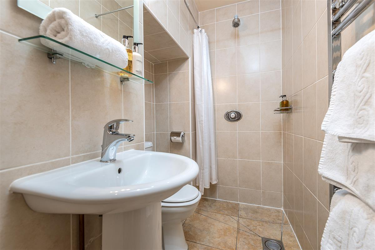 Ensuite shower room Bedroom 4