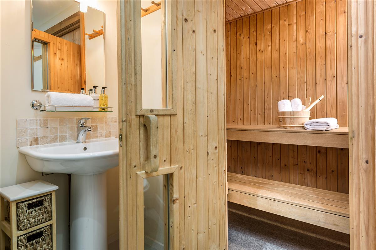 Bathroom 4 with Sauna